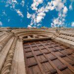 Portale-della-Chiesa-dei-Santi-Vincenzo-e-Anastasio-Ascoli-Piceno.jpeg (MAB Sottorete 3 Marche FOTO classe 3G Liceo delle Scienze Umane ELisabetta Trebbiani Ascoli Piceno)